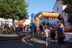 Der Marktplatz in Zierenberg und gleichzeitig der Start des Marathons