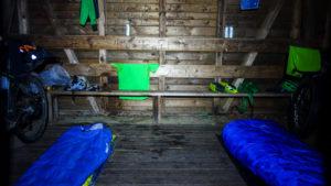 Eine tolle Hütte, sogar mit Holzboden im inneren!